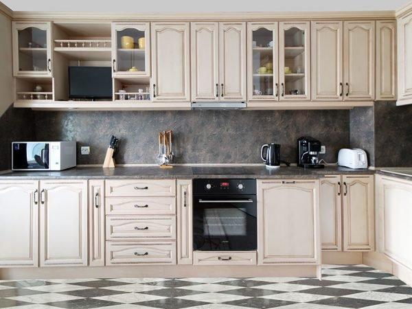 Мебель на небольшой кухне в стиле ретро