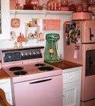 Розовый цвет в обстановке ретро на кухне