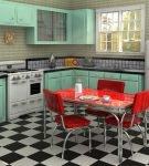 Красные стулья и голубая мебель на кухне в стиле ретро