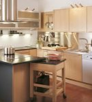 Бежевый цвет в интерьере ретро на кухне