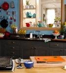 Пёстрый декор на кухне в стиле ретро