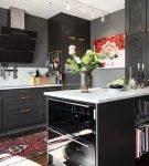 Чёрный цвет в обстановке кухни ретро