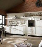 Большая кухня-гостиная в актуальном стиле ретро