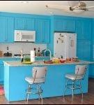 Голубой цвет в дизайне ретро на кухне