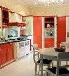 Яркие фасады на кухне ретро
