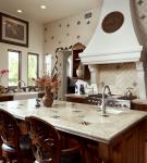 Коричневая мебель на светлой кухне