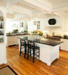 Островок на кухне в средиземноморском стиле оформления