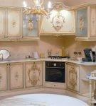 Маленький гарнитур в стиле барокко для кухни