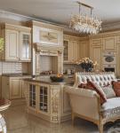 Красивый диван в кухне-столовой барокко