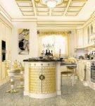 Стол с необычным декором в стиле барокко
