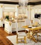 Роскошная мебель в стиле барокко в кухне-столовой