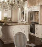 Просторная кухня в стиле барокко