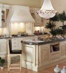 Кремовая кухня в стиле барокко