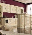 Гарнитур с островом на кухне в стиле барокко