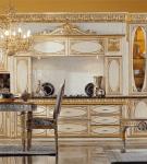 Роскошная кухня с золотистыми элементами