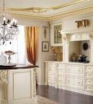 Светлая барочная кухня