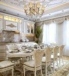 Большая кухня-столовая в стиле барокко