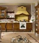Тёмно-коричневая мебель на кухне с элементами барокко