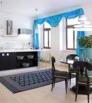 Яркие шторы в большой кухне-столовой