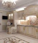 Шкафы со стеклянными вставками на кухне барокко