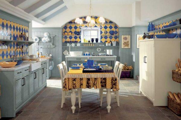 Светло-голубая мебель на кухне в стиле кантри