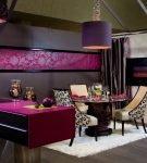 Чёрно-фиолетовая кухня в стиле гламур