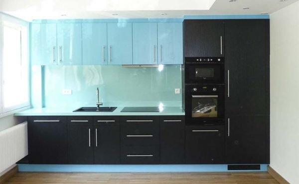 Чёрно-голубой гарнитур для кухни