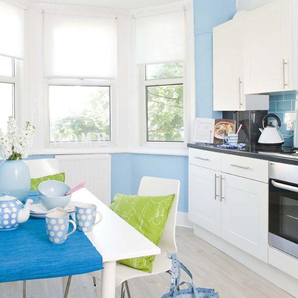 Зелёные и голубые детали на кухне
