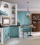Стильная обстановка кухни с голубыми деталями