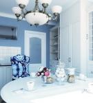 Узорчатые стулья и голубые стены на кухне