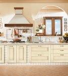 Большая и светлая кухня с интерьером в стиле прованс