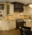 Констрастная мебель на кухне прованс