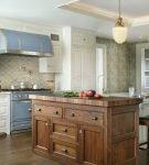 Просторная кухня в стиле прованс для частного дома