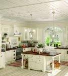 Большая кухня прованс с мебелью светлых тонов