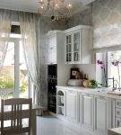 Лёгкие шторы на кухне в стиле прованс