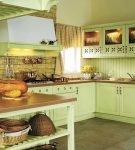 Бледно-зелёный гарнитур на кухне прованс