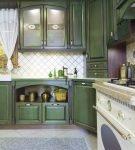 Зелёный гарнитур на кухне прованс