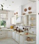 Белая классическая мебель на кухне прованс