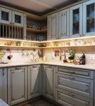 Угловой гарнитур на кухне прованс