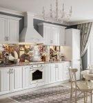Эффектный белый гарнитур на кухне в стиле прованс