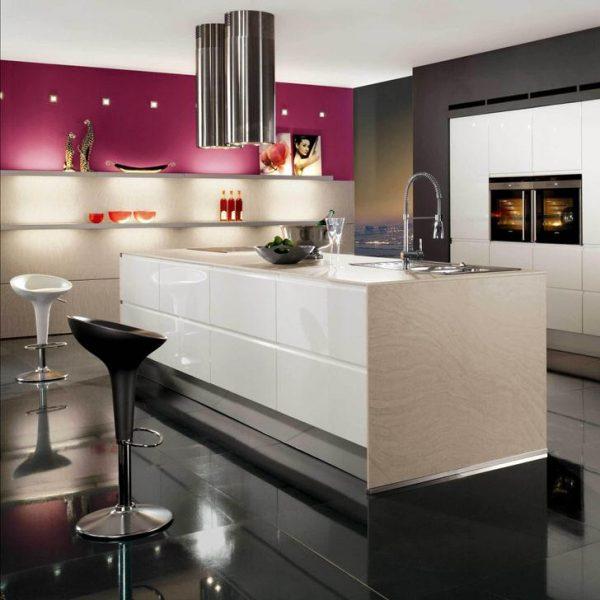 Яркий интерьер кухни в стиле минимализм