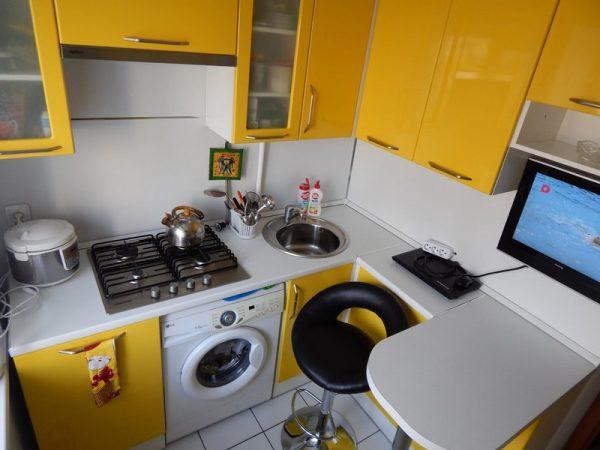 Маленькая кухня со стойкой