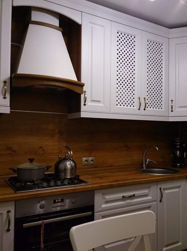 Фасад кухни из массива дерева