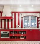 Кухня, где полосами чередуются белый и красный