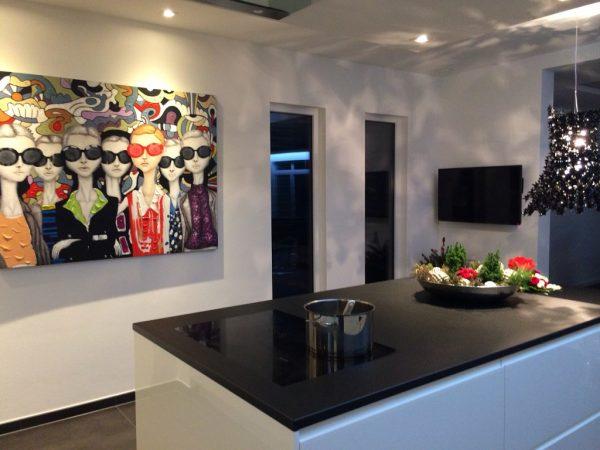 Картина в белой кухне
