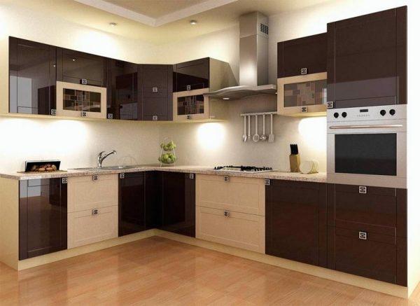Бежево-коричневый гарнитур на стильной кухне