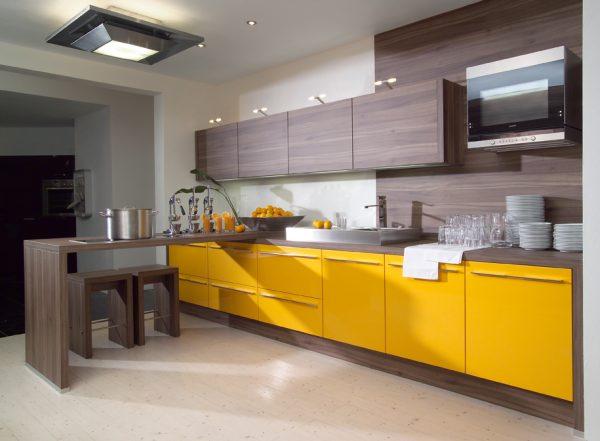 Коричневый и жёлтый цвета на кухне