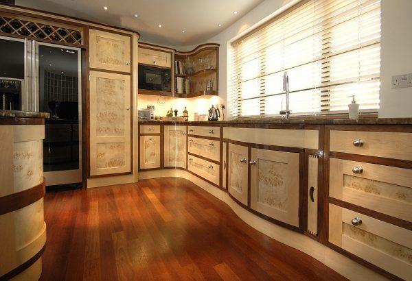Кухонный гарнитур в интерьере ар-деко