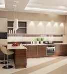 Двухцветная мебель на кухне с ярким освещением