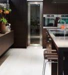 Кухня в тёмно-коричневом цвете